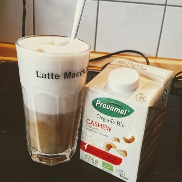 Traumhaft lecker, sündhaft teuer: Milchschaum vegan aus Cashewmilch.