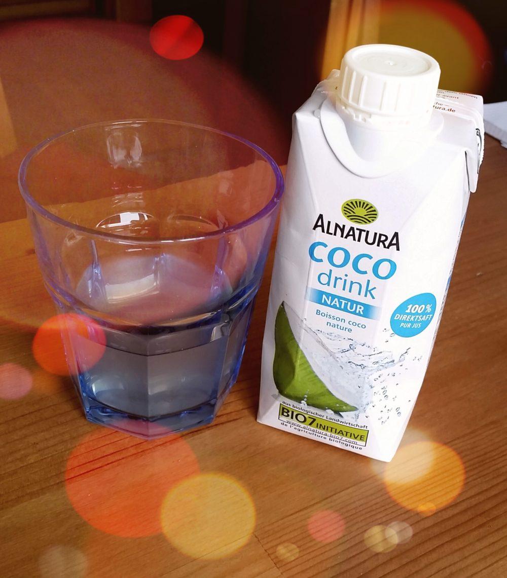 Pur bäh, im Smoothie geschmacklos: Kokoswasser