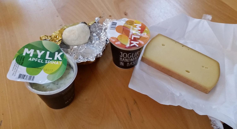 Das ist Käse und Joghurt der Firma Melk aus Basel.