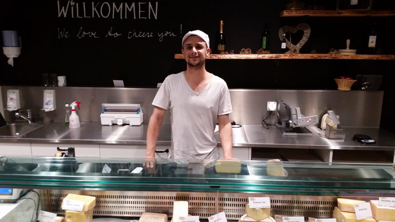 Serdar Hess ist Käser in Basel und nutzt gerne tierisches Lab.