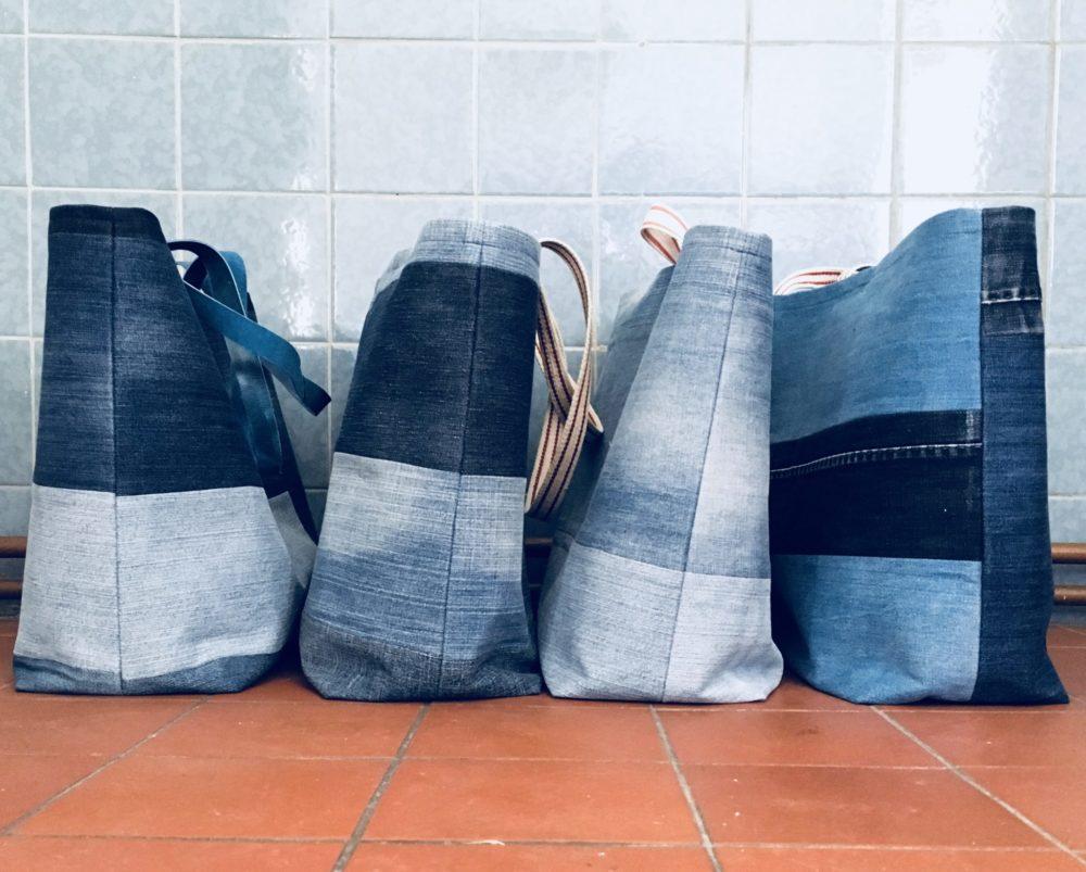 Diese Handtaschen waren mal Jeans. Upcycling Mode von Gerda Tetzlove.